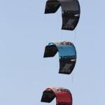 Drei 2013er RPM Kites von Slingshot im Synchronflug