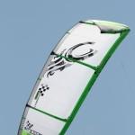 Ein Cabrinha Race Velocity VMG Kite ist zu bestaunen