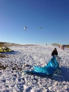 Aufbauen des Kites auf Schnee